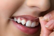 نحوه درست استفاده از نخ دندان